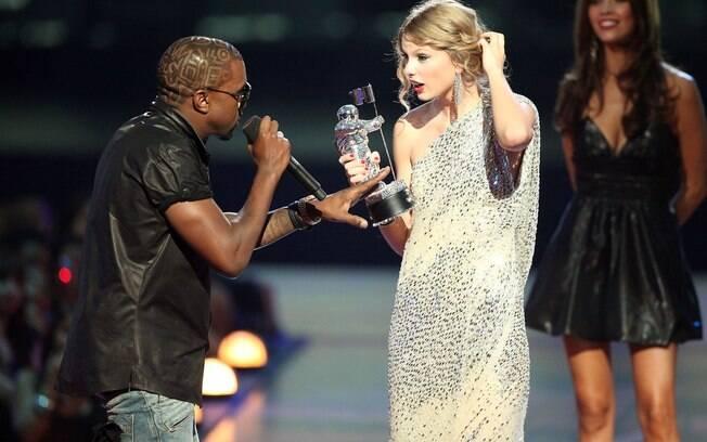 Kanye West causa polêmica ao falar que Beyoncé merece prêmio dado a cantora Taylor Swift