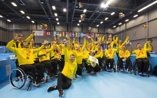 Equipe do tênis de mesa comemora o desempenho no Parapan 2015, o melhor da história