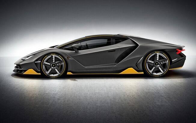 Com carroceria de fibra de carbono, a Centenario pesa apenas 1.520kg!