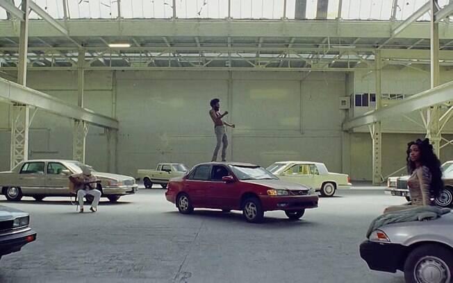 A cantora Sza participa no final do clipe de