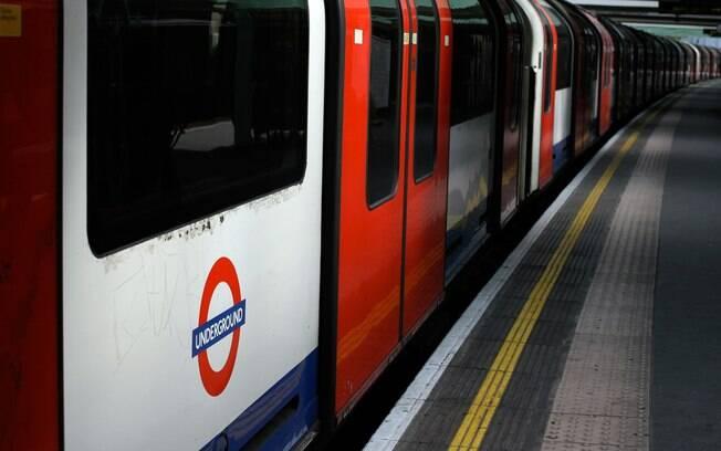 De metrô, dá para conhecer os principais pontos turísticos de Londres