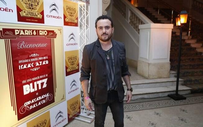 Issac Azar comemora aniversário com amigos e famosos