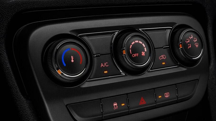 Em veículos equipados com ar-condicionado com aquecedor, é recomendável realizar uma manutenção a cada seis meses