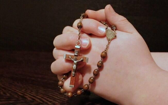 Diferentes religiões realizam celebrações pelas redes