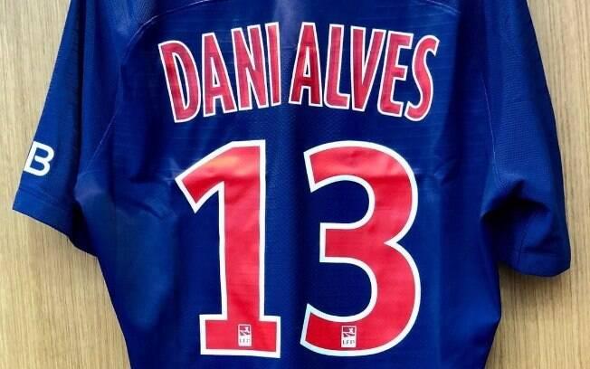 Daniel Alves vestirá a camisa 13 do PSG