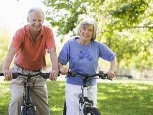A doença faz você se sentir menos feliz ou a felicidade protege contra doenças?