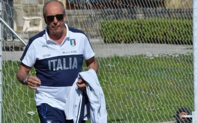 Mesmo sem vaga certa na Copa, Itália renova com treinador até 2020