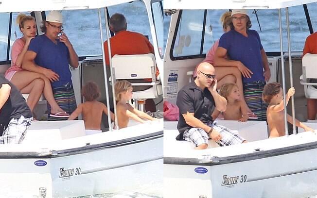 Britney Spears curti férias com os filhos e namorado