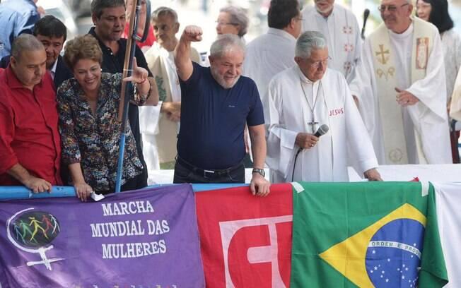 Lula durante missa na frente do Sindicato dos Metalúrgicos do ABC, em São Paulo