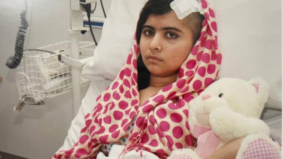Malala passa por nova cirurgia após nove anos de ataque do Talibã