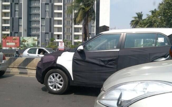 Hyundai Creta roda pela cidade de Chennai, no extremo sul da Índia, com disfarces que escondem mudanças