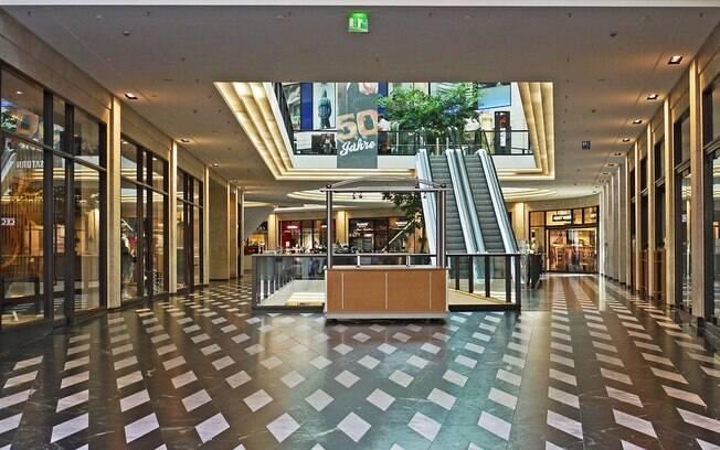 Shoppings não podem abrir entre esta sexta-feira (1º) e domingo (3) por conta do retorno temporário à fase vermelha