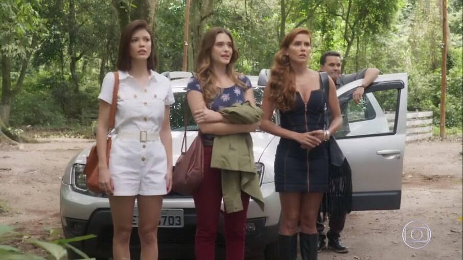 Alexia, Kyra e Luna chegam em seu esconderijo