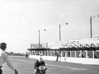Emerson começou nas pistas em 1959 correndo de motos aos 13 anos de idade, com uma 50cc. Quando seus pais descobriram, imediatamente acabaram com sua carreira de motociclista.