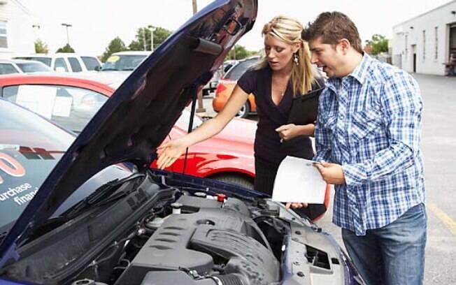 Motor não deve estar muito limpo, o que pode ser sinal de que houve vazamentos , o que conta na desvalorização