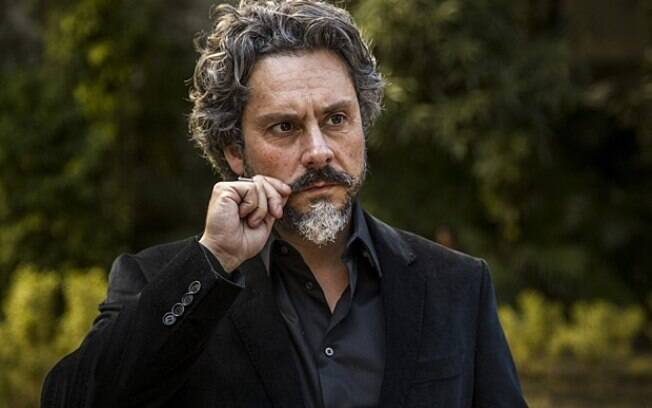 Comendador José Alfredo (Alexandre Nero) em