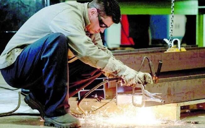Setor industrial teve queda do faturamento em dezembro de 2019 frente o mês anterior, aponta levantamento da CNI