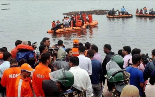 Ao todo, 60 pessoas estavam na embarcação no momento do acidente
