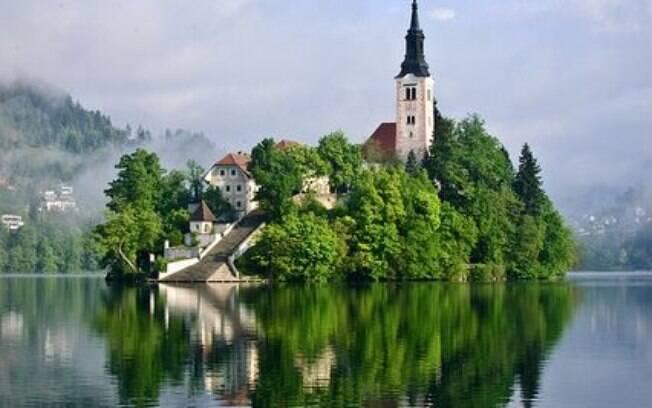 Bled é região da Eslovênia que reúne muitas riquezas naturais