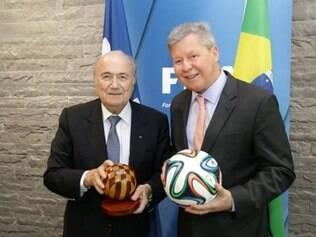 Joseph Blatter (esq) e Arthur Virgílio (dir) se encontram na Suíça, onde o presidente da Fifa garantiu presença em Manaus na Copa
