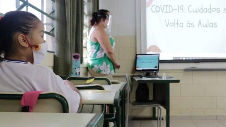 Liminar barra volta às aulas no RJ