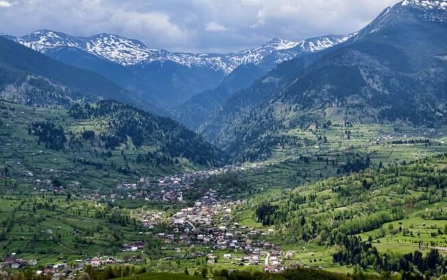 Graças às montanhas que a cercam, Maramures ficou praticamente intocada pelo resto do mundo moderno