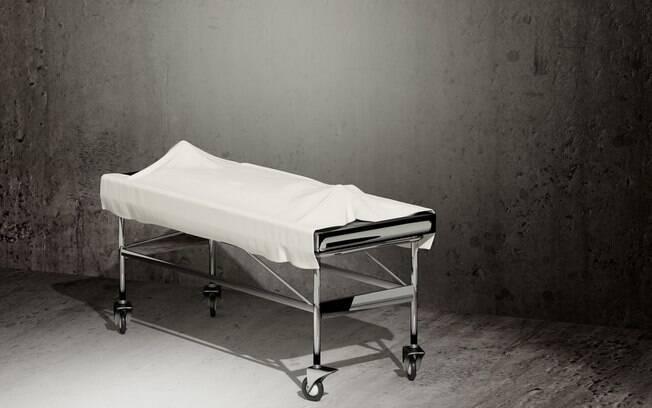 A idosa passou cerca de sete horas no necrotério.