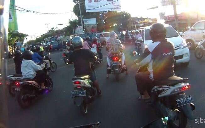 Aglomerações a na Indonésia em março ajudaram a espalhar o vírus para várias províncias eTailândia