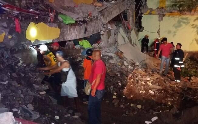 Após novo terremoto na região, número de vítimas subiu nesta terça-feira