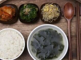 Palpites para grávidas vêm de todos os lados: na Coreia, as grávidas são aconselhadas a tomar uma sopa de algas marinhas