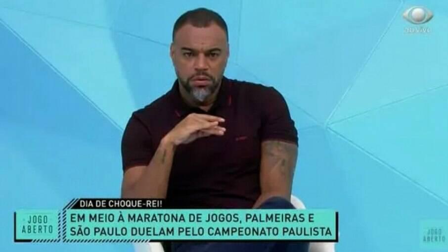 Denílson critica expulsão de zagueiro do Palmeiras