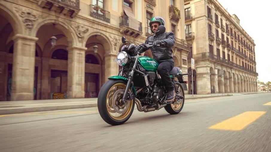 Kawasaki Z650RS 2022: detalhes nostálgicos em uma moto moderna para quem gosta de estilo e boa agilidade
