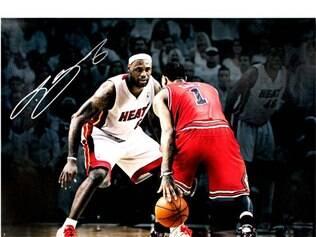 Apontados como os mais talentosos jogadores da nova era da NBA, LeBron James (esq.) e Derrick Rose voltam a se encontrar