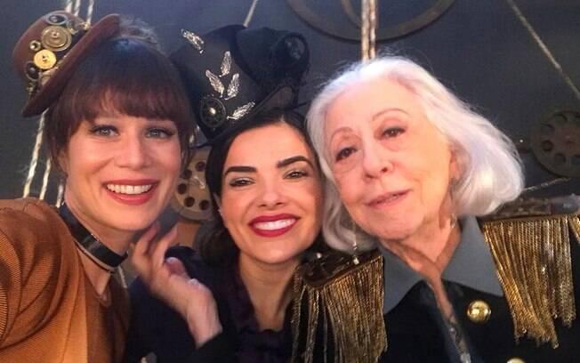 Artistas participaram da gravação da vinheta de fim de ano da Globo no último fim de semana e registraram bastidores nas redes
