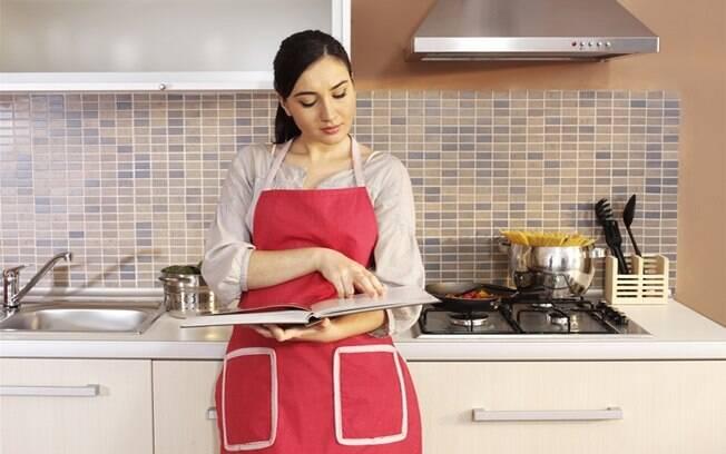 Livros de receitas são ótimos para auxiliar na hora de cozinhar