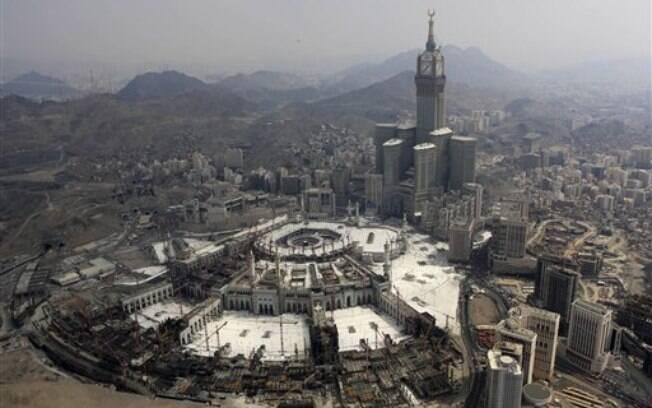 Imagem aérea da Grande Mesquita de Mina após os pisoteamentos: tragédias frequentes