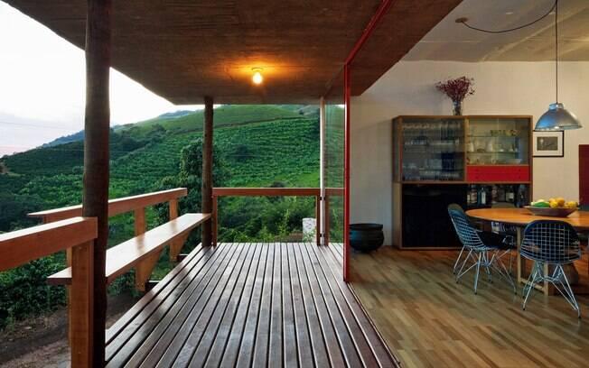 Madeira, concreto e alvenaria, com vista!