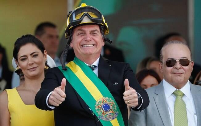 O presidente Jair Bolsonaro ao lado da primeira-dama, Michelle, durante o desfile do 7 de setembro