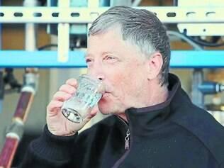 """""""Gosto de água"""". Bilionário diz que o líquido gerado pela máquina é tão bom quanto o encontrado em garrafas e que o beberia todo dia"""