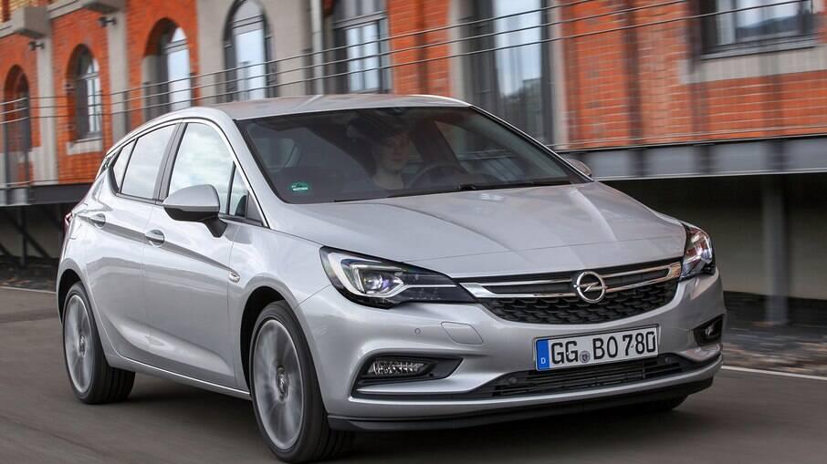 O hatch médio Opel Astra é um dos principais produtos da fabricante alemã no mercado europeu