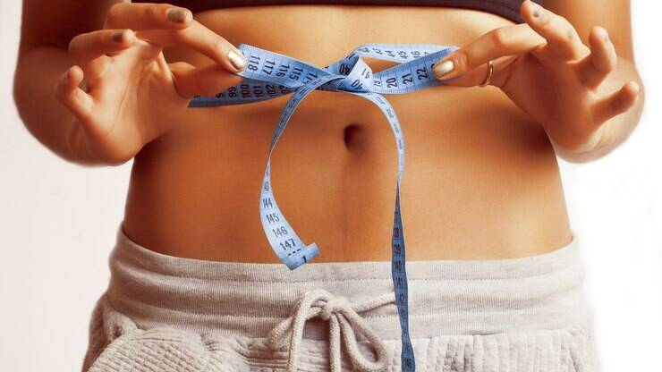 7bb697266 Exercícios para afinar a cintura  faça série completa em casa - Alimentação  e Bem-Estar - iG