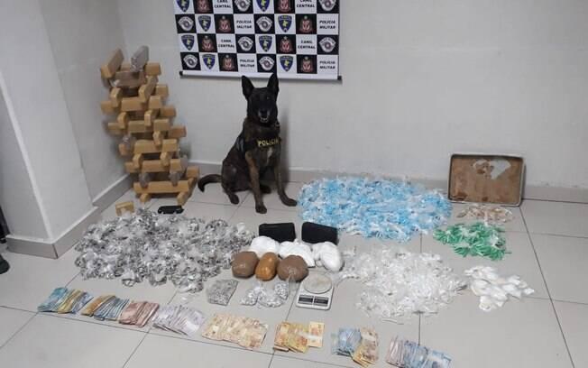 Drogas apreendidas pelo Canil da PM durante operação na