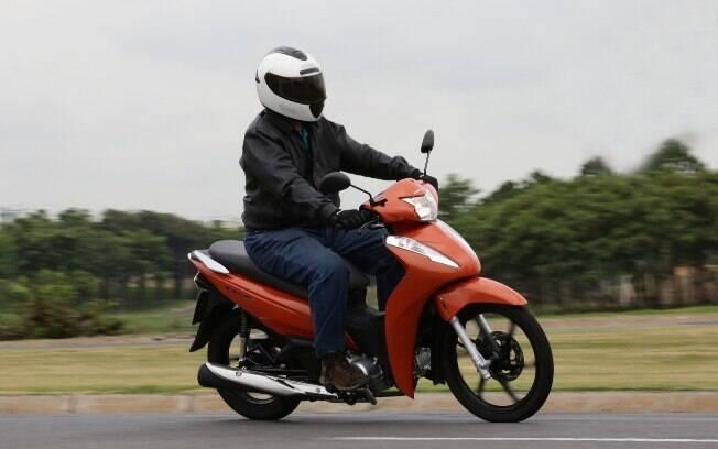 A Honda Biz 110i e a125i têm agora freios combinados CBS. Ambos estão entre os cubs e scooteres mais vendidos
