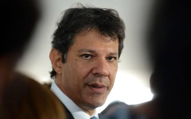 Fernando Haddad disse que programa do PT defende isenção do IR para quem recebe menos de cinco salários mínimos