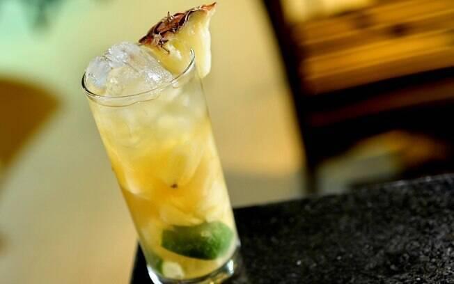 Foto da receita Chá gelado de limão, abacaxi e hortelã pronta.
