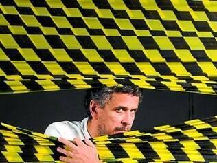 """Ações. Rodolfo Vaz é um dos retratados por Guto Muniz para campanha lançada pela revista """"Antro Positivo"""" e que defendeu o CIT-Ecum"""