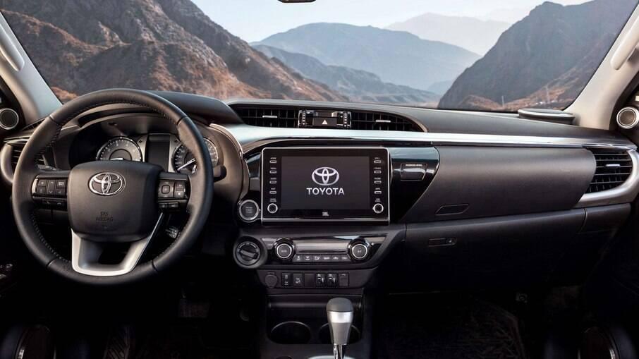 Toyota Hilux 2021: Toyota Hilux 2021: interior com boa ergonomia e conforto de um SUV estão entre os méritos da picape