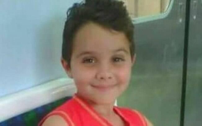 Renan, um menino de oito anos de idade, foi baleado em Duque de Caxias, no Rio de Janeiro, em um arrastão