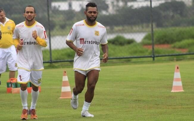 Antes mesmo de estrear, Jobson é suspenso por tempo indeterminado pelo Brasiliense