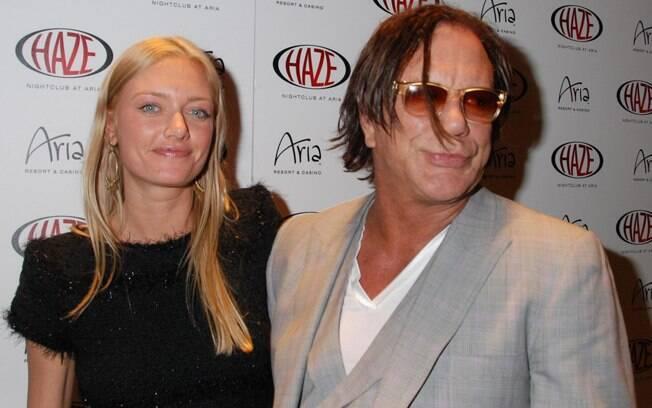 34 ANOS: Mickey Rourke (60 anos) e Anastassija Makarenko (26 anos). Foto: SplashNews